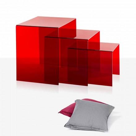 3 tavolinë kafeje, të cilat janë bërë nga pleksigla e kuqe Amalia, e bërë në Itali