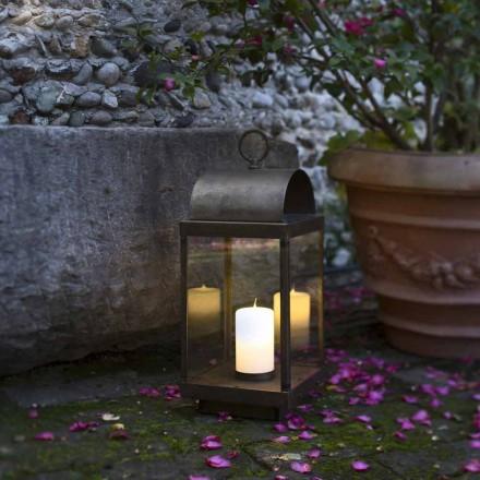 Dritë hekuri dhe bronzi fanar në natyrë me qirin Il Fanale