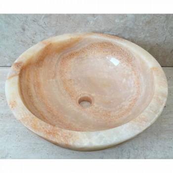 Ana dizenjon lavatrice me gur natyral në dizajn, të punuar me dorë