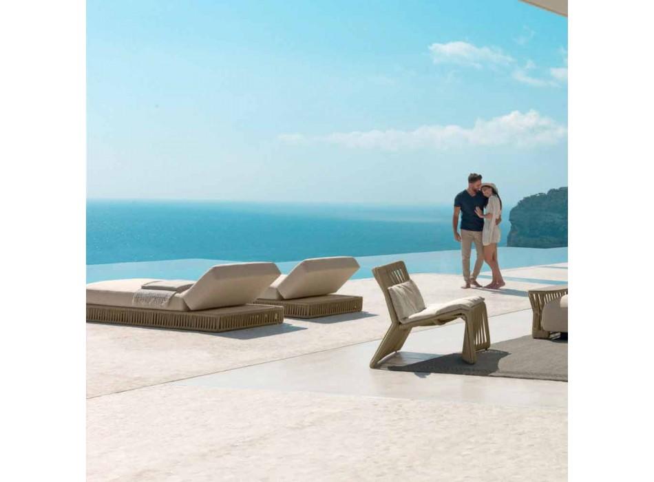 Cliff Talenti i mbështetur në shezllon në natyrë, dizajni Palomba