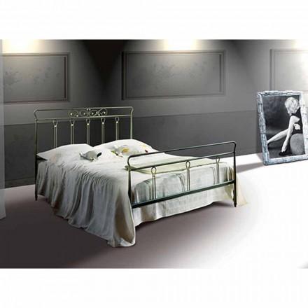 Pan me shtrat të vogël dyshe me hekur të punuar