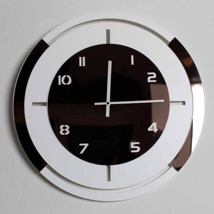 Ora e murit në dekor të drurit të bardhë dhe bronzi të modelimit modern - Mavia