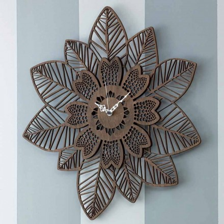 Ora e murit në dru të lehta ose të errët me një model modern të luleve - Aquilegia