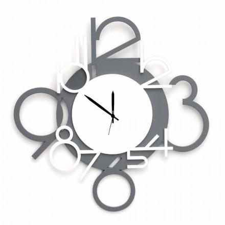 Ora e murit me dizajn të madh dhe modern në dru të bardhë dhe gri - shifër