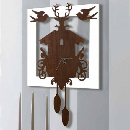 Ora e murit të dizajnit modern në dru të dekoruar të errët dhe të bardhë - përrallë