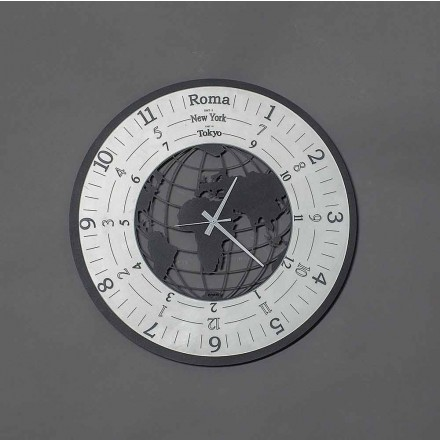 Ora moderne e murit në hekur të zi ose propozoj i bërë në Itali - Botë