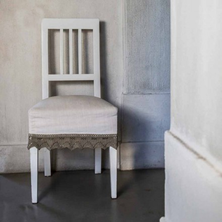 Dizajn karrige kuzhine ne dru te bardhe te ahut, Shirley