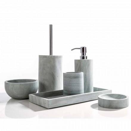 Aksesorë moderne banjo të vendosur në Montale prej guri gri
