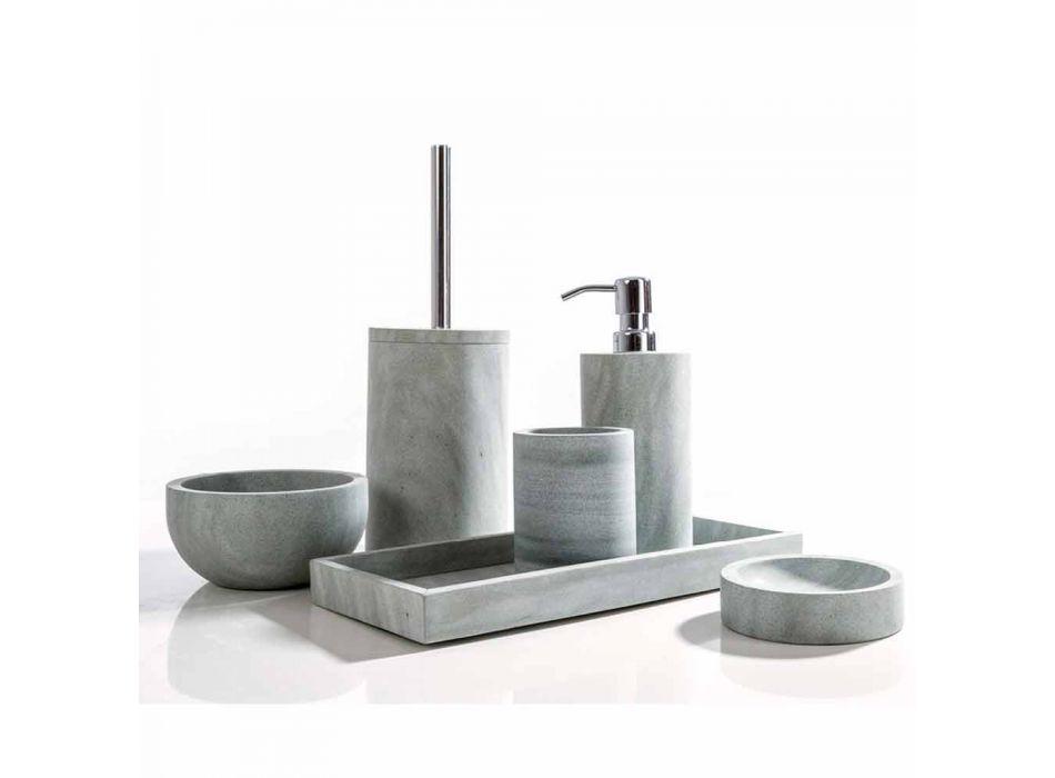 Aksesorë moderne banjo të vendosur në gur gri Montale