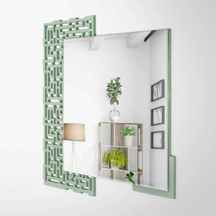 Pasqyra e mureve të modelit modern të modelit katror në drurin e gjelbër të dekoruar - Labirint