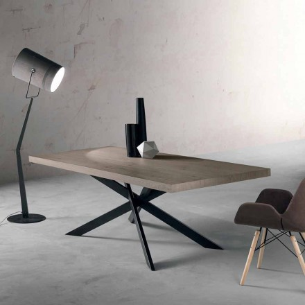 Dizajnimi i tryezës së ngrënies në dru lisi dhe metali të bërë në Itali, Oncino