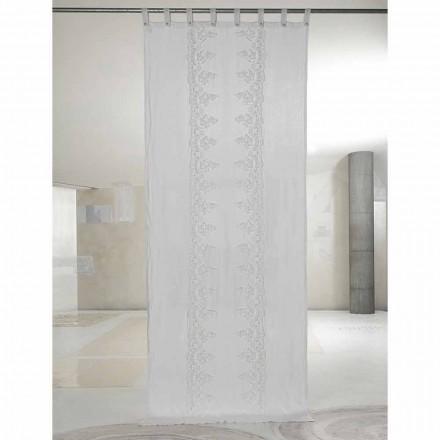 Perde prej liri të bardhë dhe të lehta me dantella qendrore, dizajn elegant - Geogeo