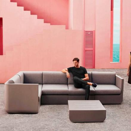 Vendosja e dhomës së ndenjes në natyrë me taupe Vondom Ulm, dizajn modern